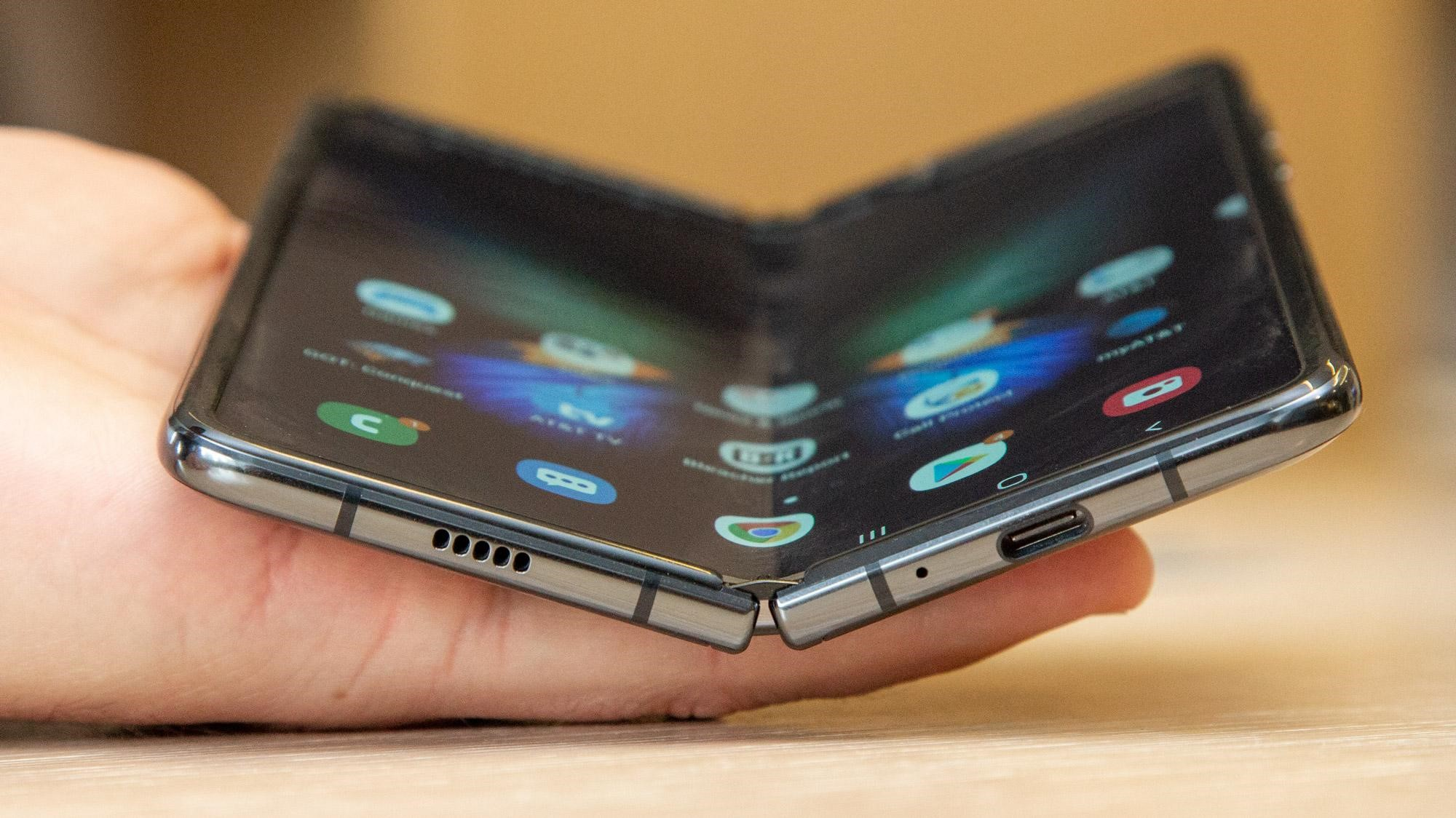 Google And Samsung Shake Hands For Foldable Pixel